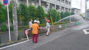 伊興西町会の区民消火隊訓練